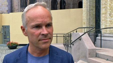FORSKJELL: Hvis Høyre overtar makten vil den viktigste forskjellen være at andre friskoler enn religiøse og de med alternativ pedagogikk kan få åpne, mener Jan Tore Sanner i Høyre.  (Foto: TV 2)
