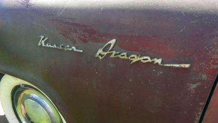 Siden bilen har stått lagret utenfor rekkevidde for klåfingrede personer helt siden midt på 1960-tallet virker den forholdsvis komplett. Til og med de forgylte emblemene er på plass. (Foto: eBay.com)
