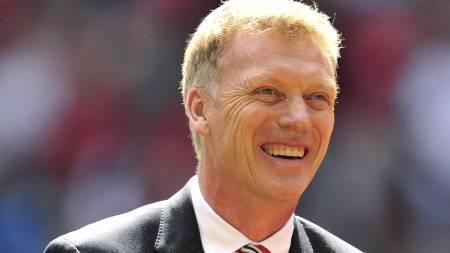 TENKE PÅ KARRIERE: David Moyes mener Everton bør tenke på karrierene til Marouane Fellaini og Leighton Baines, og la de gå til Manchester United.  (Foto: GLYN KIRK/Afp)