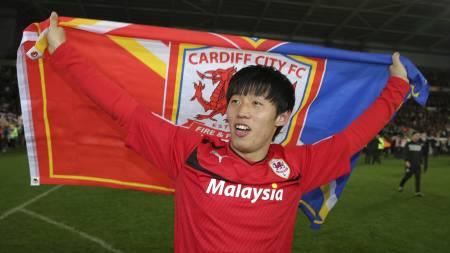 STORFORM I TRENINGSKAMPENE: Bo-Kuyng Kim jubler her for opprykk   i april, og har scoret flere enn alle andre Cardiff-spillere denne sommeren.   (Foto: Nick Potts/Ap)