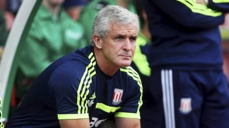 NY MANN PÅ BENKEN: Mark Hughes håper på å oppnå suksess i sin   debutsesong med Stoke. (Foto: Lynne Cameron/Pa Photos)