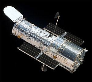 Hubble-teleskopet ble skutt opp i 1990. Det går i bane 600 kilometer over oss, og siden det slipper å