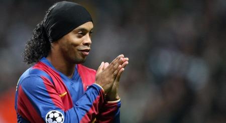 GRUNNEN TIL DET VELKJENTE SMILET?: Ronaldinho var fullstendig dominerende i den spanske serien mens han spilte i Barcelona. Nå forteller han om hverdagen i den katalanske byen.