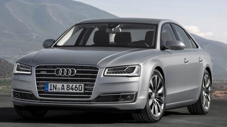 Slik ser den nye A8-en ut - mer markante linjer og et strammere design på fronten preger det nye utseendet.