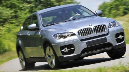 BMW X6 Hybrid er fullspekket av teknologi - og avansert utstyr. Dermed blir også prisen voldsom som nybil.