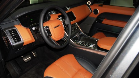 Her har du ALT du forventer å finne i en luksus-SUV og mere til... (Foto: Benny Christensen)