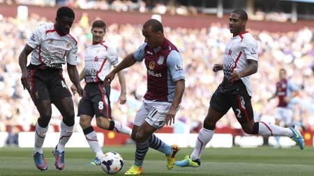 Daniel Sturridge Aston Villa's Gabriel Agbonlahor (centre) is surrounded by Liverpool's Kolo Toure (left) and Glen Johnson (right) (Foto: Nick Potts/Pa Photos)