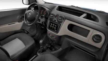 Dokker har et interiør i velkjent Dacia-stil: Her er det enkelt, men samtidig robust.