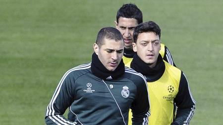 SAMLET FLOKK: Arsenal ønsker å hente Real Madrid-trioen Karim   Benzema, Mesut Özil og Angel di Maria (Foto: DOMINIQUE FAGET/Afp)