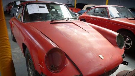 Det mangler litt deler - og da særlig lykter - her og der, men alle eksemplarene i Porsche-samlingen skal være høyst restaurerbare.  (Foto: Anglia Car Auctions)