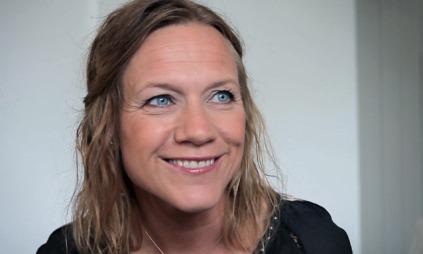 INNSPILLINGEN ER I GANG: Anneli Drecker bor i Tromsø, men oppholder seg akkurat nå på Vestre Kjærnes gård utenfor Moss.