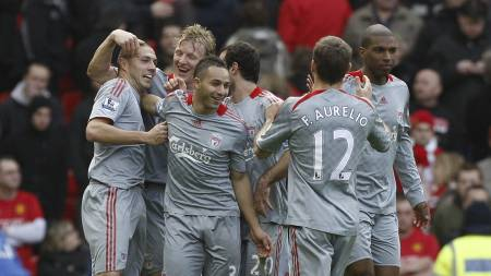 JUBEL: Liverpool etter å ha knust Manchester United på Old Trafford. (Foto: Jon Super/AP)