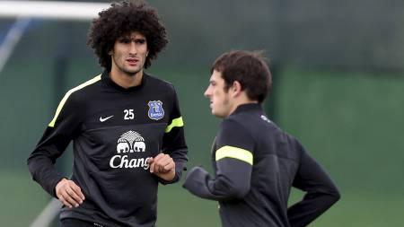 DYR DUO: Everton har ingen planer om å selge Marouane Fellaini og Leighton Baines til Manchester United hvis ikke de får det de vil ha for duoen. (Foto: Peter Byrne/Pa Photos)