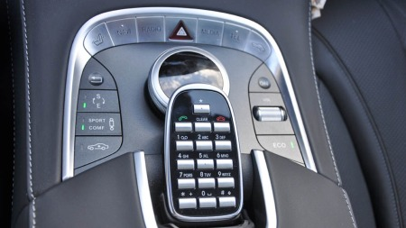 ENDELIG! Mercedes har laget hurtigmeny-knapper. Måtte det komme også på modellene under ...