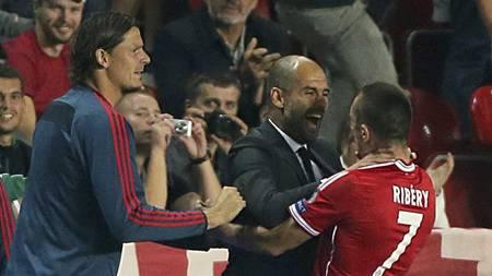 VAKKER SCORING: Pep Guardiola og Franck Ribery jubler for utligningen. (Foto: Nick Potts/Pa Photos)