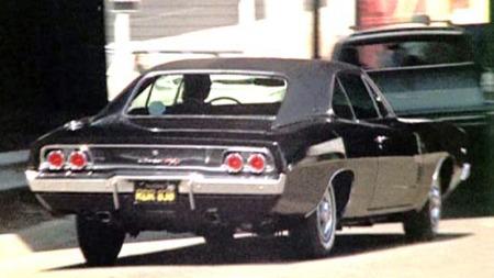 Den aktuelle bilen skal ha blitt brukt til nærbilder, og til   biljaktscenene som ble filmet inne i sentrum. Trolig er det den samme   bilen som sees på dette bildet fra filmen. (Foto: imcdb.org)