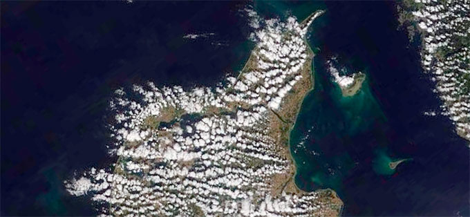 Cumulusskyer, eller haugskyer, over Danmark 26. august. (Foto: NASA)