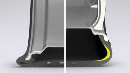 Når lufttrykket forsvinner vil de tynne sideveggene i et tradisjonelt dekk, som det til venstre, gjøre at det kollapser. I run flat-dekket til høyre gjør forsterkningen med nanopartikler i sideveggen at det opprettholder nok stabilitet til å bære vekten av bilen - i det minste til nærmeste verksted. (Foto: Bridgestone)