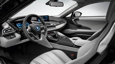 Innvendig er de tlitt lettere å kjenne seg igjen. Her er det typisk BMW - om enn med litt mer futuristisk design enn vi har sett foreløpig.