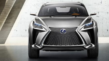 Lexus kompakt SUV rett forfra
