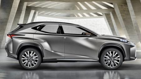 Lexus kompakt SUV fra siden