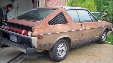 Drøyt 20 år under California-solen har brent bort mye lakk,   men bilen skal være så godt som rustfri, lover selgeren. (Foto: eBay.com)