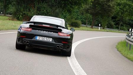 Rå på racerbanen og snill på landeveien. 911 Turbo brukes til alt... (Foto: Benny Christensen)