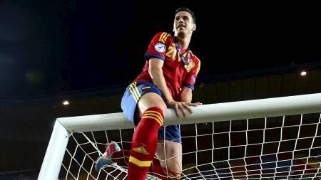 PREMIER LEAGUE-KLAR KLATREMUS: Alvaro Vasquez feirer Spanias U21-EM-seier i sommer. Nå er han klar for Swansea. (Foto: Adam Davy/Pa Photos)
