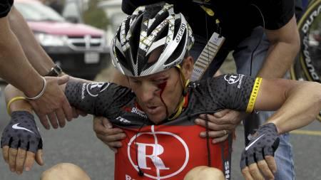 GLANSBILDET FALMET: Lance Armstrong under Tour of California i 2010. (Foto: Marcio Jose Sanchez/Ap)