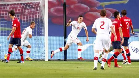 DAGENS MANN: Fabian Schär scoret to mål for Sveits mot Norge på Ullevaal. (Foto: Larsen, Håkon Mosvold/NTB scanpix)