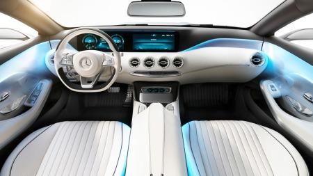 Mercedes har absolutt ikke forsøkt å lage noe supersportsbil-interiør, dette er mer konservativt og tradisjonelt i uttrykket.