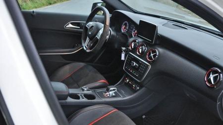 Mercedes A 45 AMG interiør foran