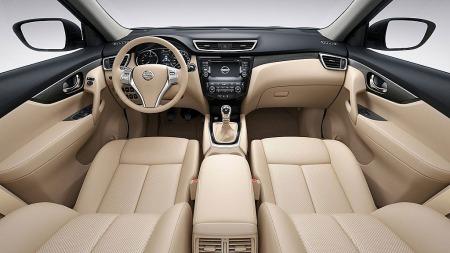 Innvendig er bilen pen og intuitiv uten å være overdådig.