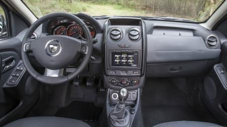 Dacia har gjort Duster litt mer påkostet innvendig, med høyere materialkvalitet og nytt design.