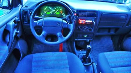 Nytt stereoanlegg - med både USB-kobling og bluetooth-opplegg trekker opp. Varme i setene er hyggelig - mens airbag på både fører- og passasjersiden er et must.