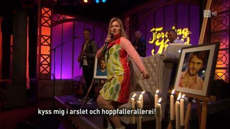 Elisabeth Andreassen kommer med en hilsning til programleder Kåre Magnus Bergh i «Torsdag kveld fra Nydalen».