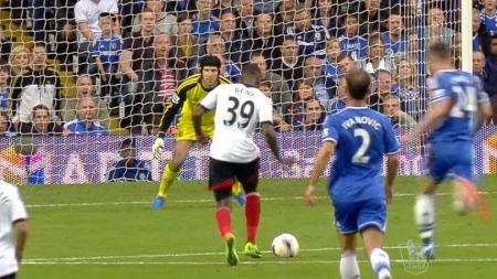 ALENE MED KEEPER: Darren Bent klarte ikke å score her.