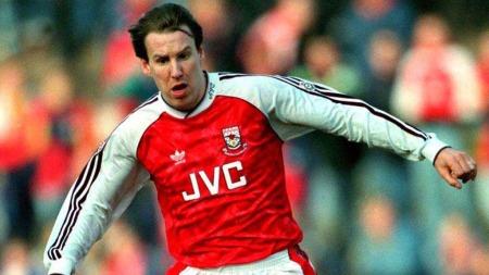 LEGENDE: Paul Merson i aksjon for Arsenal.