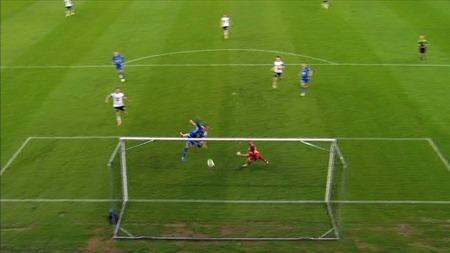 Christian Gytkjær scorer mot Rosenborg. (Foto: TV 2)