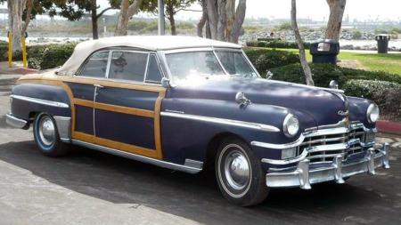 Treverk-bilene i Town & Country-serien var bygget på New Yorkerens lange chassis, og ble både tunge og kostbare biler. Convertible-utgaven ble bare bygget i 993 eksemplarer i 1949, året som markerte Chryslers 25-årsjubileum. (Foto: oldtownclassics.com)