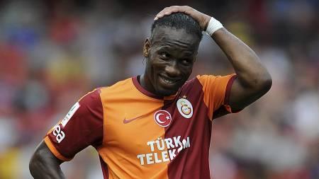 TANKEFULL: Didier Drogba kan få hodebry dersom han blir spillende trener for Galatasaray. (Foto: Nigel French/Pa Photos)