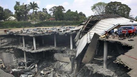 STORE ØDELEGGELSER: Parkeringsplassen ved Westgate-kjøpesenteret i Nairobi er totalt ødelagt etter kampene terrorangrepet. (Foto: NTB Scanpix/ Reuters)
