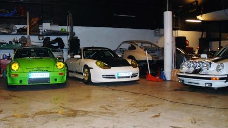 Garasjen er et lite Porsche-eldorado (Foto: Benny Christensen)