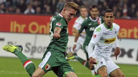 Andre Hahn sendte Augsburg opp i 1-0 hjemme mot Borussia Mönchengladbach. (Foto: STEFAN PUCHNER/Afp)