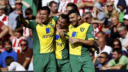 NORWICH-JUBEL: Jonathan Howson har banket inn 1-0 for Norwich på Britannia Stadium. (Foto: DARREN STAPLES/Reuters)