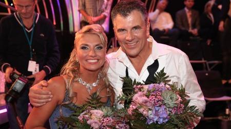 Jarl Goli og dansepartner Alexandra er fornøyde, til tross for at de er ute av konkurransen. ¿ Jeg tar det som en mann, sier Jarl. (Foto: Thomas Reisæter)