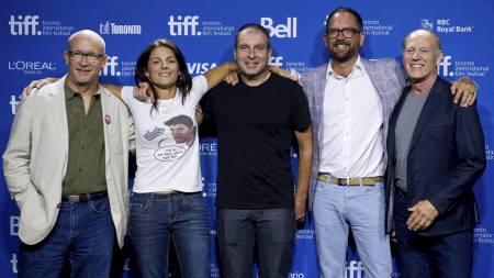 Alex Gibney, Betsy Andreu, Bill Strickland, Jonathan Vaughters og Frank Marshall under Toronto International Film Festival i forbindelse med filmen «The Armstrong Lie». (Foto: Galit Rodan/Pa Photos)