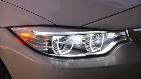 BMW 328i xDrive detalj lys foran