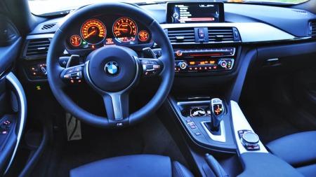 BMW 328i xDrive interiør førermiljø