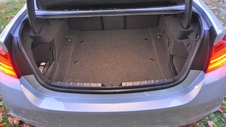 BMW 328i xDrive interiør bagasjerom